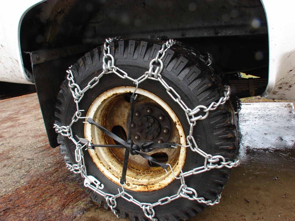 how to install tire chains on your dually easily and quickly cool mccool 39 s garage. Black Bedroom Furniture Sets. Home Design Ideas