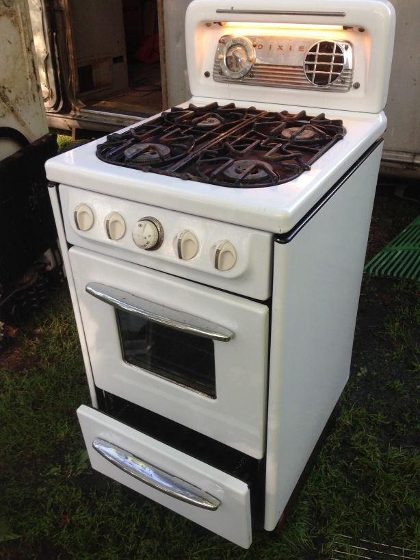 Cool Dixie stove.